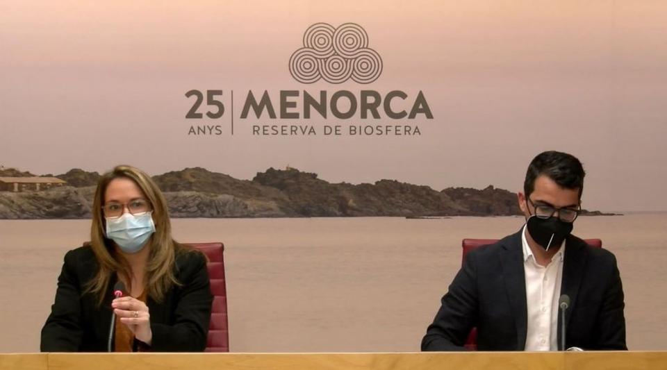 May be an image of 2 persones i text que diu '25 MENORCA ANYS RESERVA DE BIOSFERA'